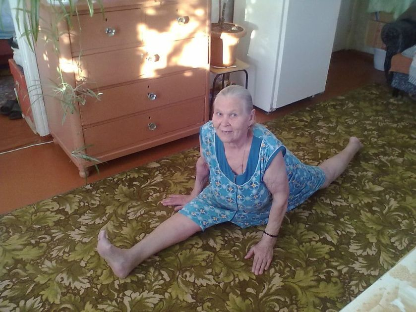 Funny-Old-Lady-Stretching-Picture